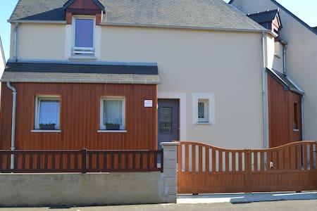 Maison familiale proche de la mer . - Saint-Jouan-des-Guérets - Ev