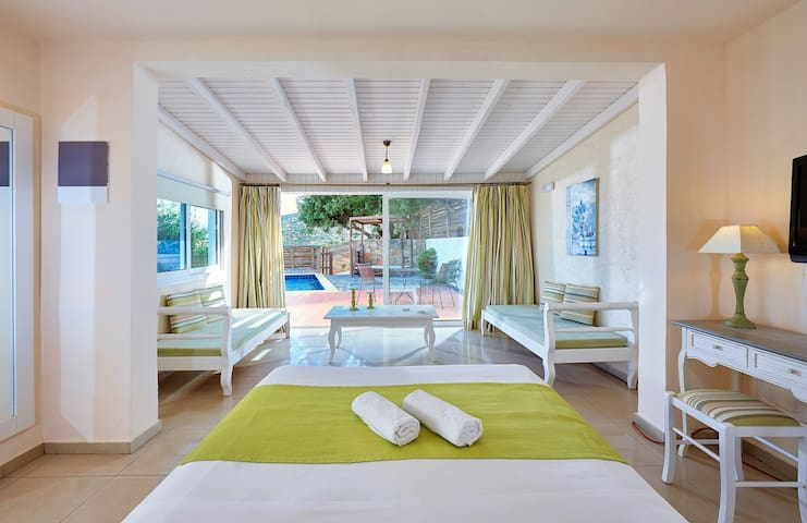 Elounda Eleon Suite with Seaview and  pr.Pool - Elounda