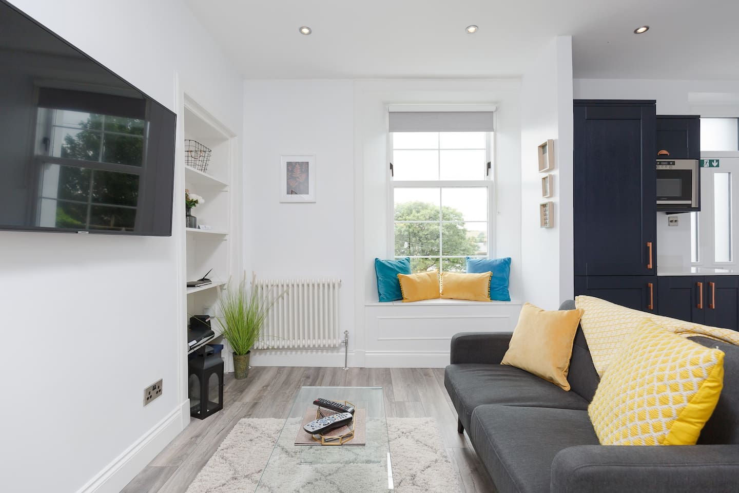 Cosy sitting room with large screen TV incl Sky movies/sports and Netflix.