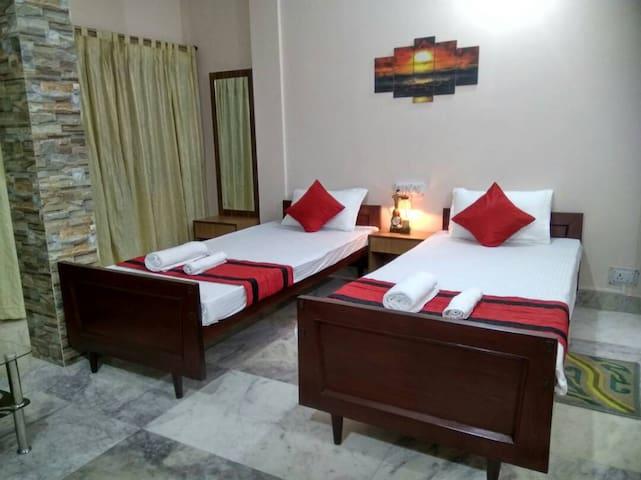 Kollolini Kolkata - A Guest House