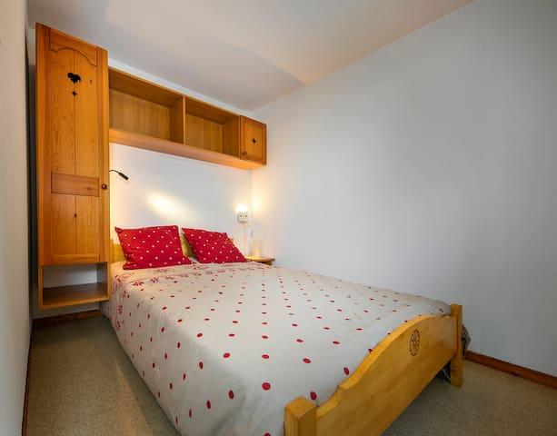 Chambre 1: lit 140x190cm