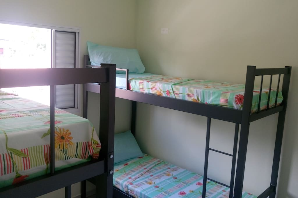 Dormitório com 2 beliches !!!