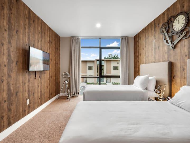 4 Bedrooms /4.5 Bathrooms Magic Village (7506BD)