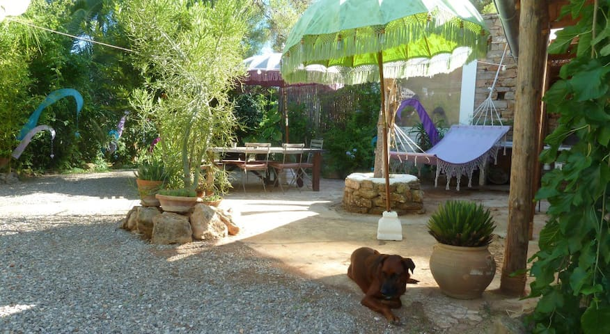 Quiet and romantic country cottage. - Santa Eulària des Riu - Cabin