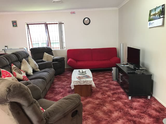 Self contained family accommodation by the Airport - Auckland - Dom