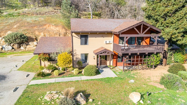 Rustic Oasis 8 Bedrooms  For large Family
