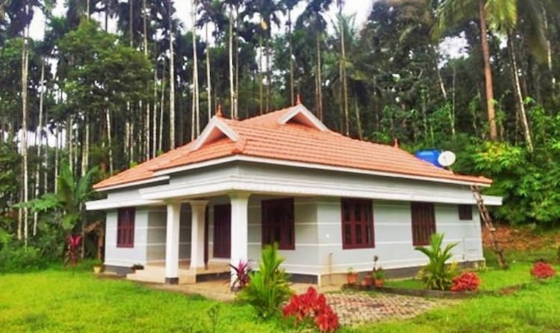 Organic Farmhouse for a homely stay - Muvattupuzha - Huis
