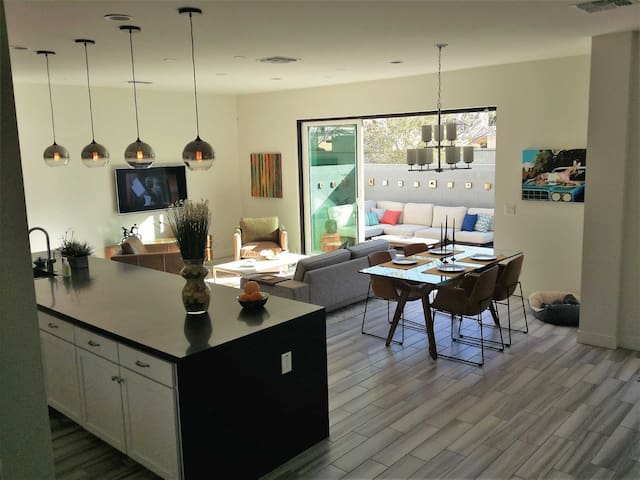 Amazing Central Phoenix with Rooftop Deck!
