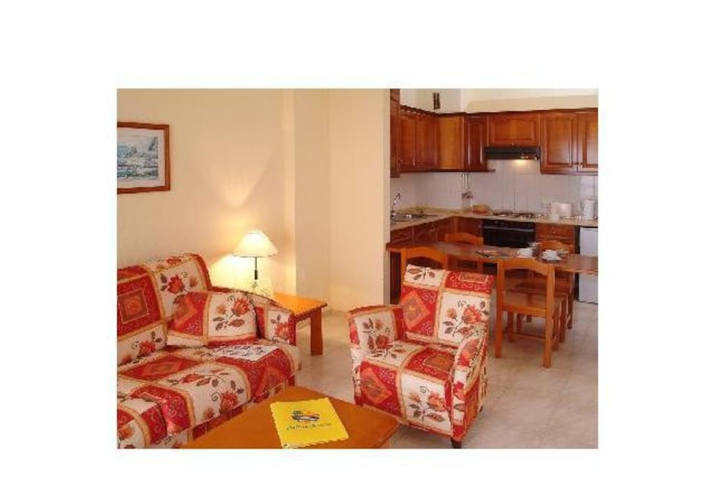 Los apartamentos del Blue Sea Callao Garden disponen de balcón, zona de salón con TV vía satélite, caja fuerte, sofá cama y zona de cocina con nevera y cafetera.