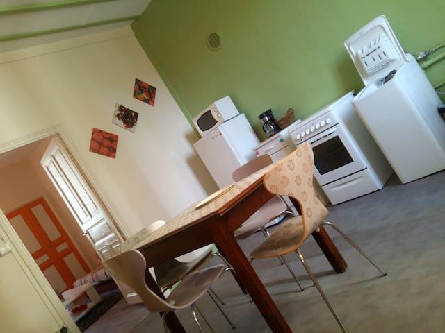 Color: appartement F2 totalement meublé et équipé