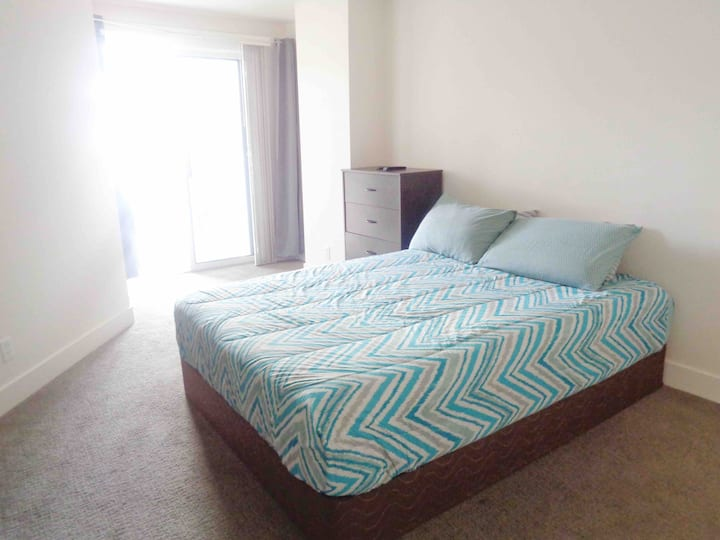 Enjoy Downtown SLC in Your Private Bed & Bath!