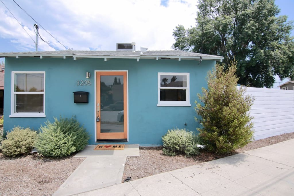 Welcome home! Lovely separate house within walking distance to Glendale Blvd shops and restaurants!