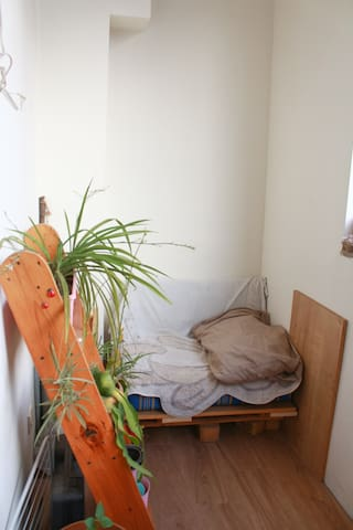 Cosy, light flat with very positive atmosphere