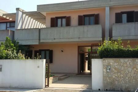 Villa a Lecce Salento - Lecce - Hus