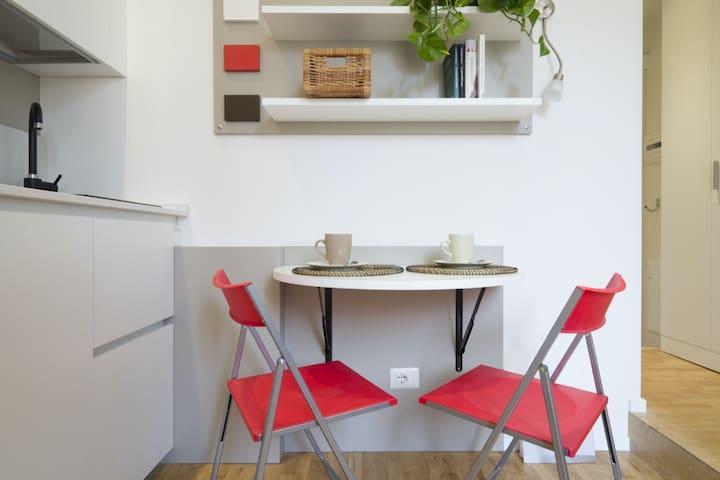 Modern and cozy studio in the heart of Navigli.