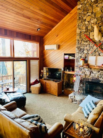 Living room.   Views of the mountains, open space for family and friends to gather.