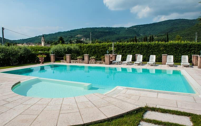 B&B Casa Fiorita: dreamy pool & garden
