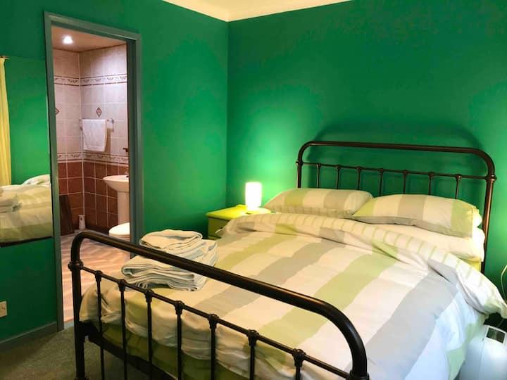 Central Fort William Double En-Suite Bedroom