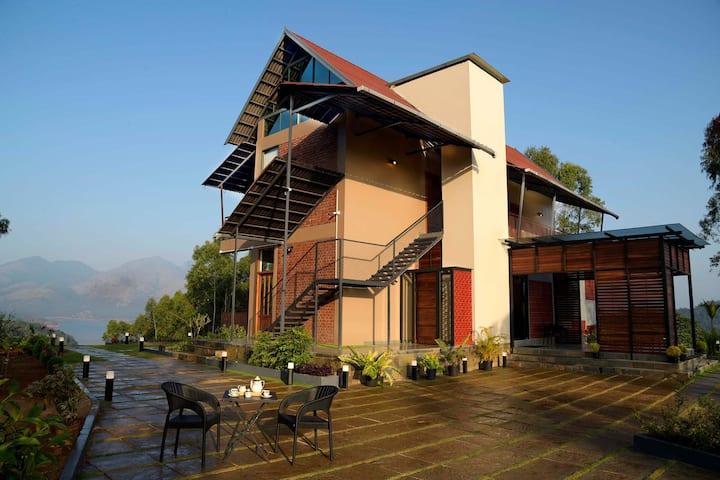 Villa Novera 3BR - w/ Brkfst  Mountain & lake View