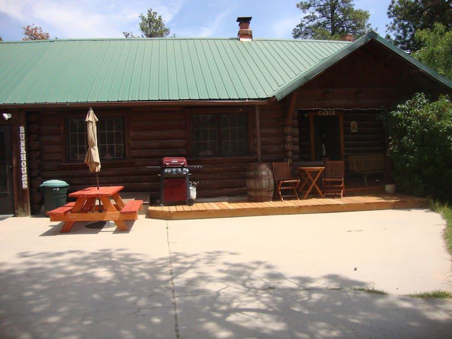 Cascade log cabin cabins for rent in colorado springs for Cabin rental colorado springs