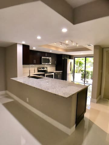 Newly renovated modern apartment near beach