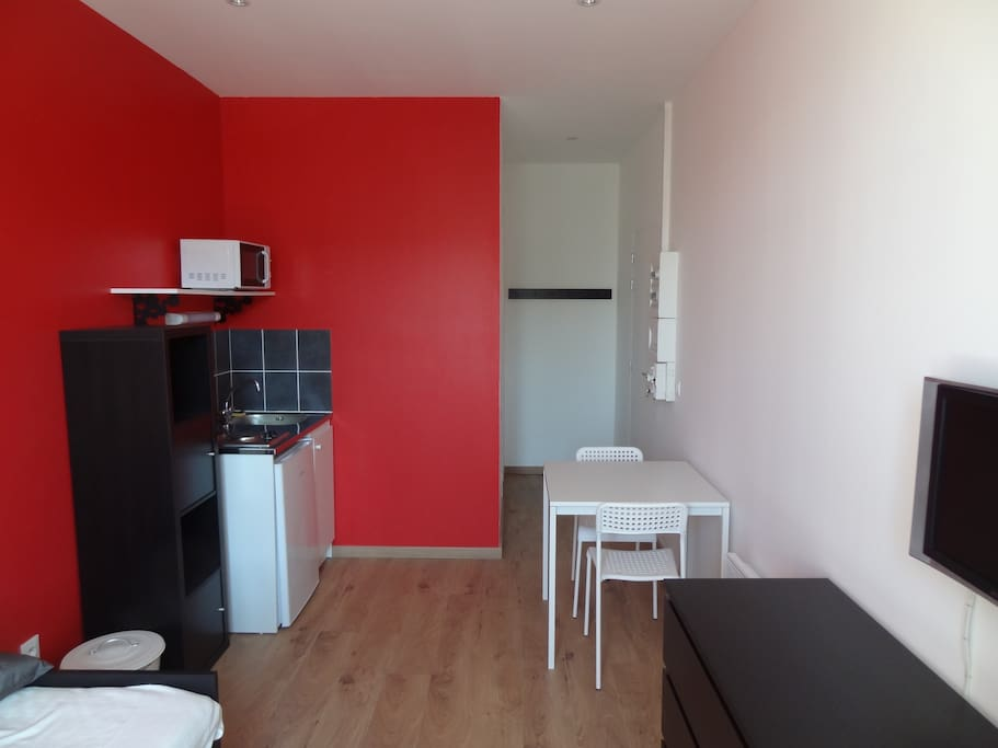 studio gerland debourg tout neuf apartments for rent in lyon auvergne rh ne alpes france. Black Bedroom Furniture Sets. Home Design Ideas