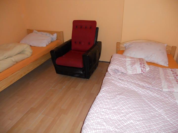 Osobny dom z łazienką/separate house with bathroom