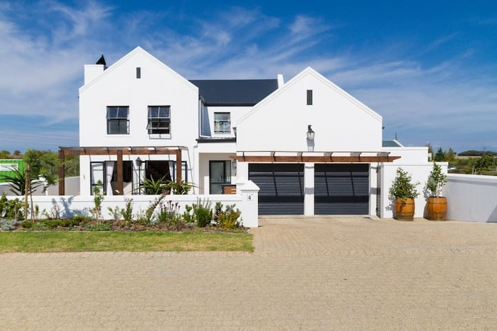 Upmarket home in winelands near Somerset West - Cape Town - House
