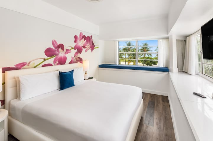 Corner Oceanview King Bed & Breakfast -Beach Front