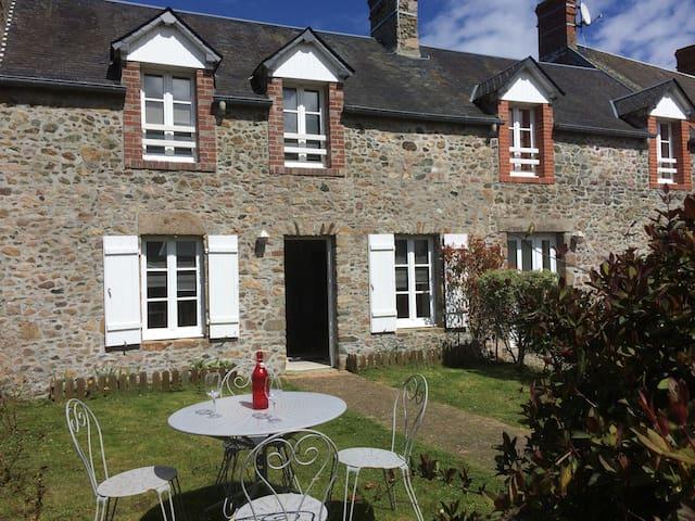 charmante maison de pêcheur - Gouville-sur-Mer - บ้าน