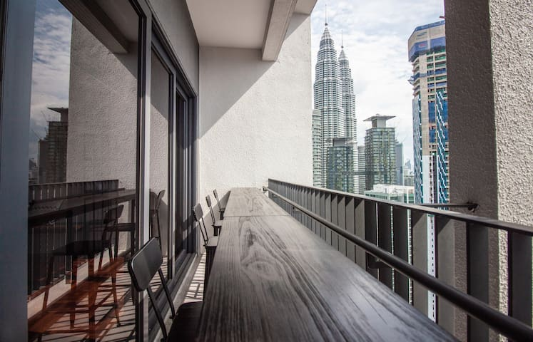 Mews#1: 3BR/2.5b - the ultimate Airbnb 10m to KLCC