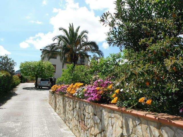 Villa a 2km dal centro e a 6km dai Mosaici
