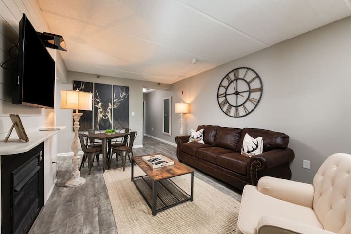Newly Renovated Beauty in Gatlinburg Towers in the HEART of Downtown Gatlinburg!!