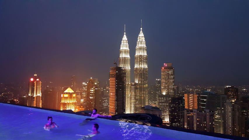 Swim On Top of the KL City Centre - Kuala Lumpur - Kondominium