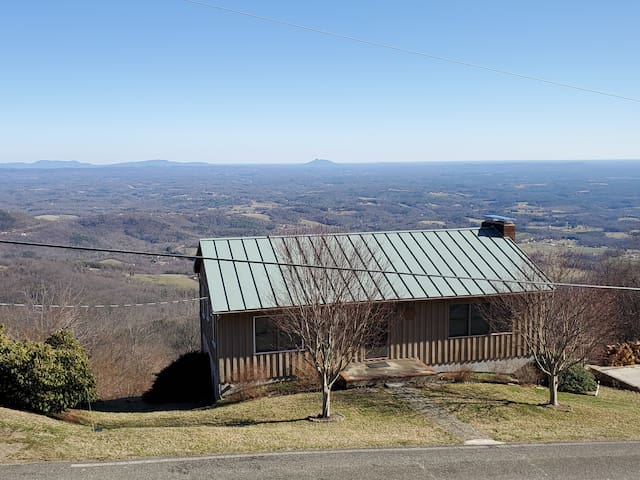 Blue Ridge Parkway Fancy Gap Getaway with a View