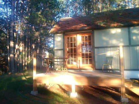 Rustic Cabin on Madawaska River