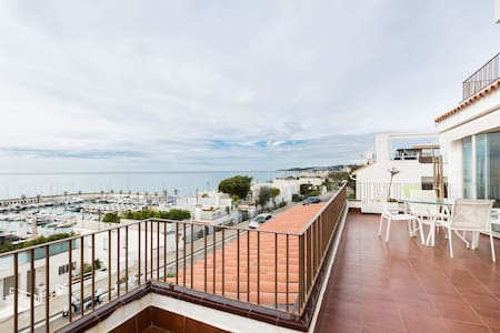 BEAUTIFUL HOUSE IN FRONT OF THE SEA - Sitges - Apartamento