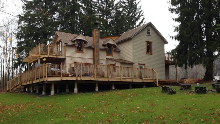 Beautiful house 1 mile from Hunter Mountain.