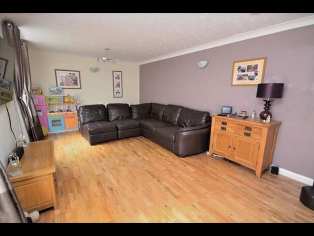 Great 3 bed house under 30 mins from london
