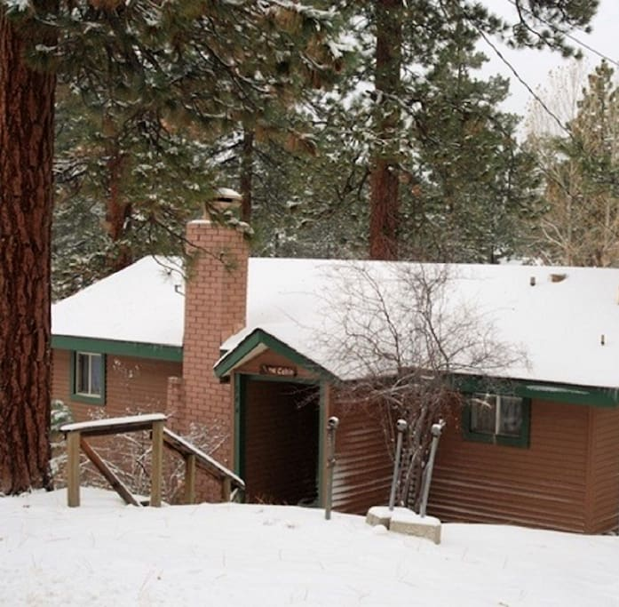 New renovated rustic cabin walk to lake village for Big bear village cabins