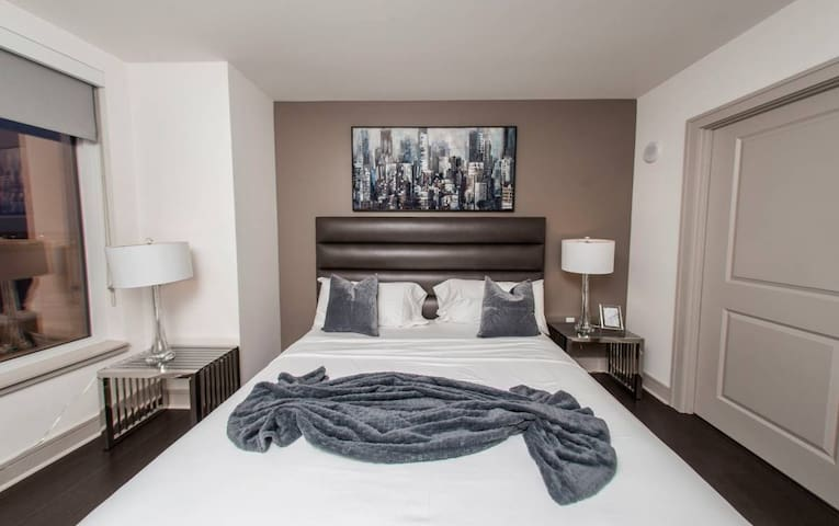 Luxury City View Apartment with Great Amenities