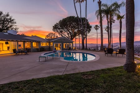 Amazing Los Angeles Home w/Panoramic View-Pool-Spa
