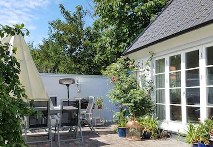Bo nära havet i Brantevik på Österlen - Brantevik - Gjestehus