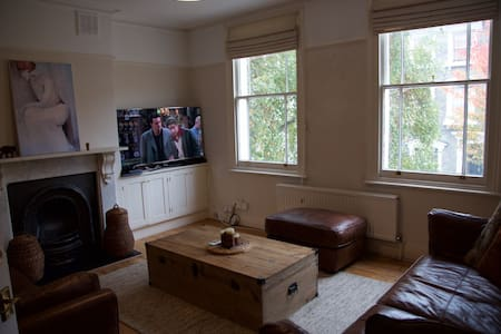 Cosy double bedroom in Victorian House - London