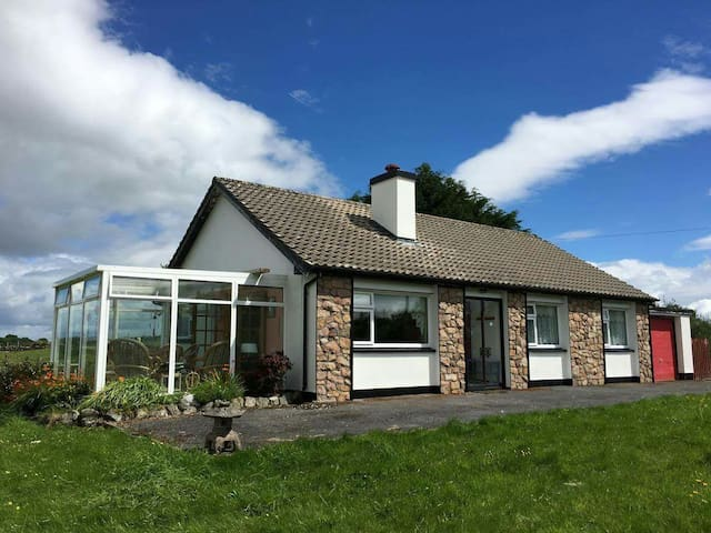 3 bed House with Sunroom. Lake View - Clonbur