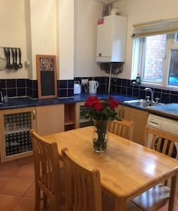 Kettering town house - 2 bedrooms sleeps 6 - Kettering