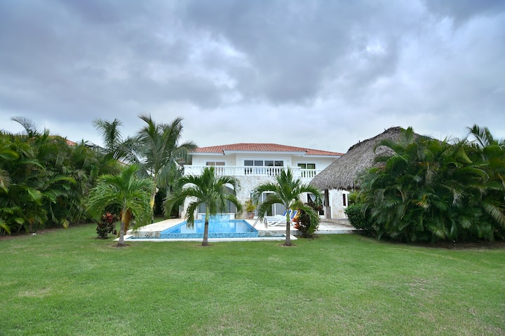 INFINITY 5.5 BEDROOMS villa Electricity Included