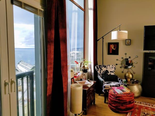 Romantic Seaview Penthouse Luxury in HEART of City