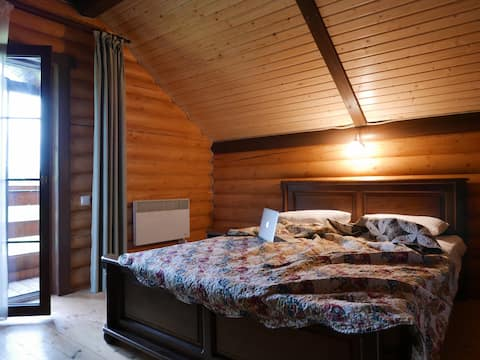 Дом у подножья горы с прекрасным видом / N1