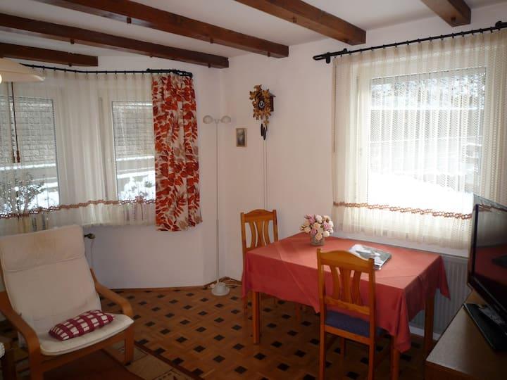 Ferienhaus am Bach, (Triberg), Ferienwohnung 1, 68qm, 1 Schlafzimmer, max. 2 Personen